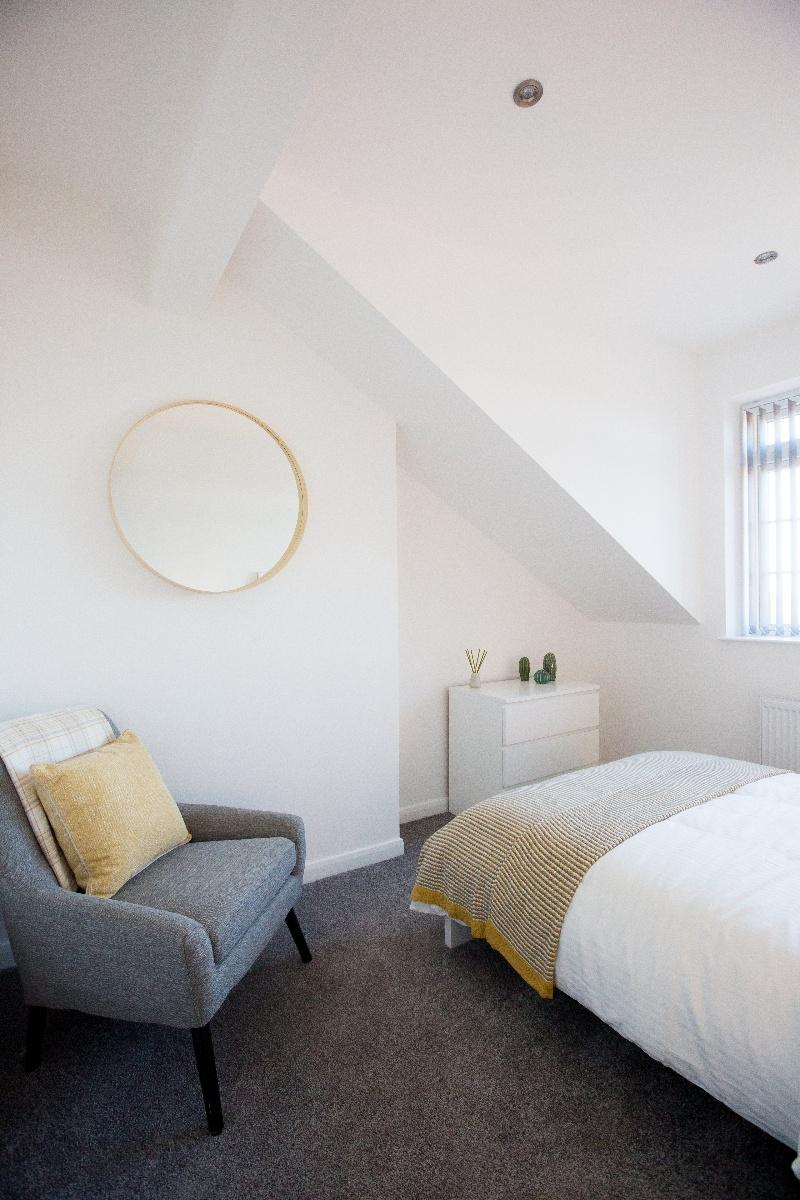 Master Bedroom 4-1